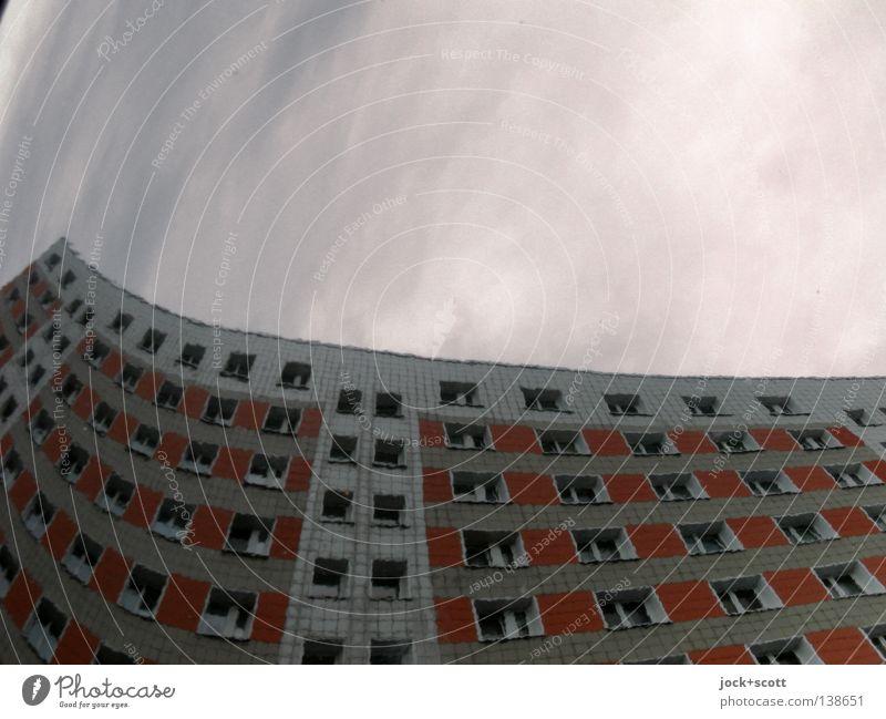 plattes Lichtenberg Himmel Schönes Wetter Gebäude Fassade Fenster dunkel hoch kalt modern oben rund Stimmung Surrealismus wellig Wohnhochhaus aufstrebend