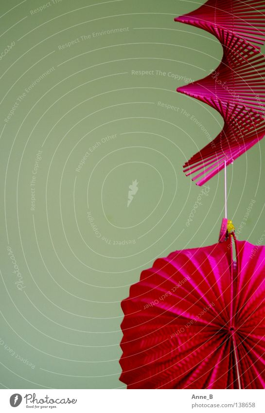 Hanging around... grün Feste & Feiern rosa Design Papier nah einfach Kitsch violett Dekoration & Verzierung Laterne hängen trendy