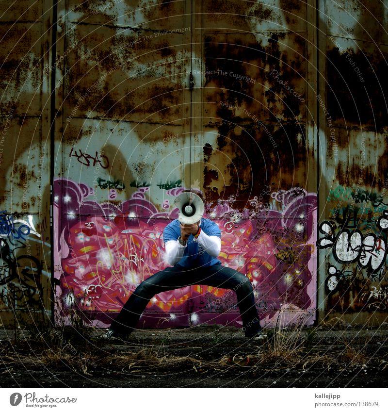 farbmusterschlussverkauf Mensch Mann ruhig Wand sprechen springen Mauer Agentur Schuhe fliegen verrückt neu Lifestyle Hinweisschild T-Shirt Jeanshose
