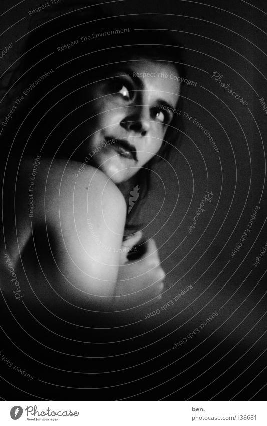 to vanish in grey Porträt Frau dunkel grau schwarz Spiegel Schwarzweißfoto Schatten gehen