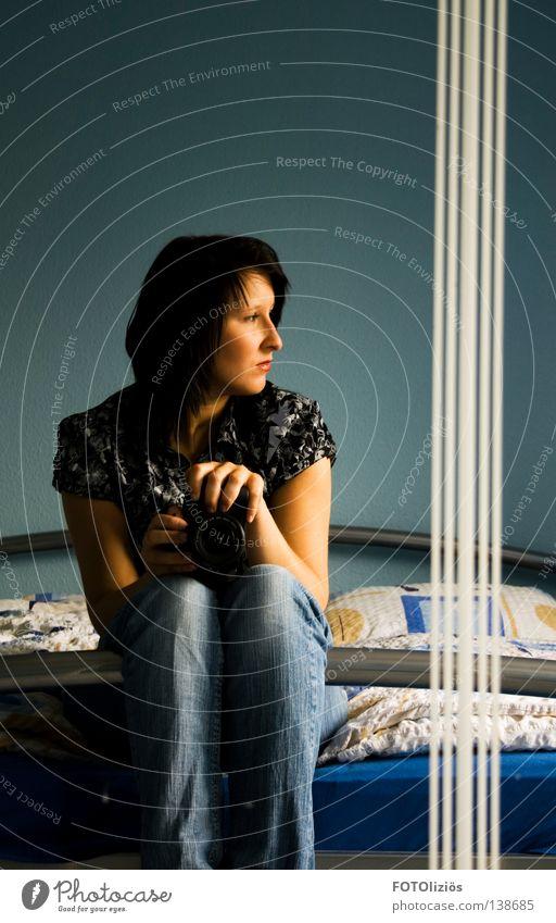 Selbstbildnis mit Streifen #60 Mensch Frau Jugendliche blau Junge Frau Einsamkeit ruhig schwarz kalt Erwachsene Gesicht Wand Traurigkeit grau Haare & Frisuren Beine