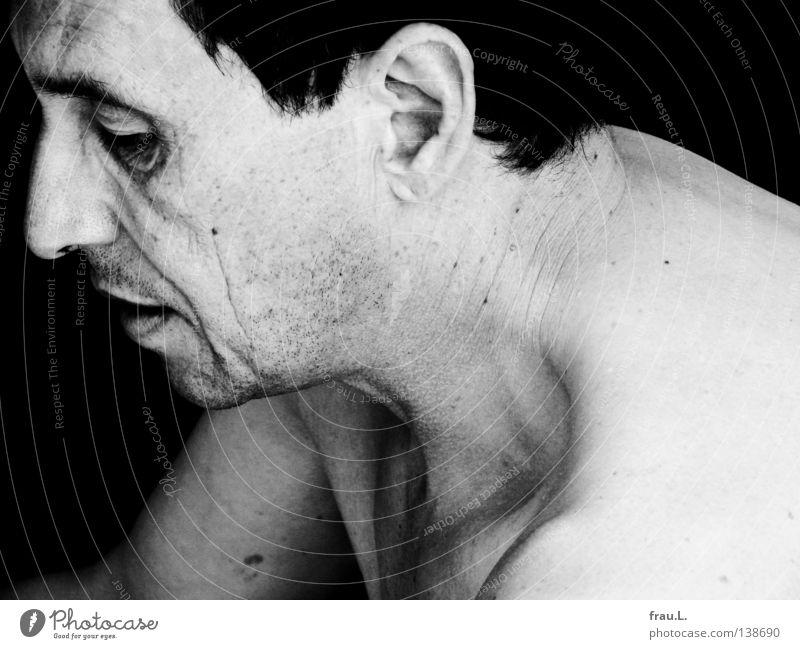 eingesperrt Mann nackt Silhouette 50 plus eng alt Schulter Oberarm Krankheit attraktiv Trauer Müdigkeit Mut Pantomime Mensch Profil bleich Haut Kopf Geicht