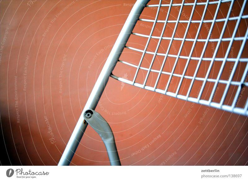 Stuhl weiß ruhig Metall Netz Häusliches Leben Dinge Möbel Sitzgelegenheit Gitter anlehnen Stuhllehne Pferch Gestell Campingstuhl Scharnier
