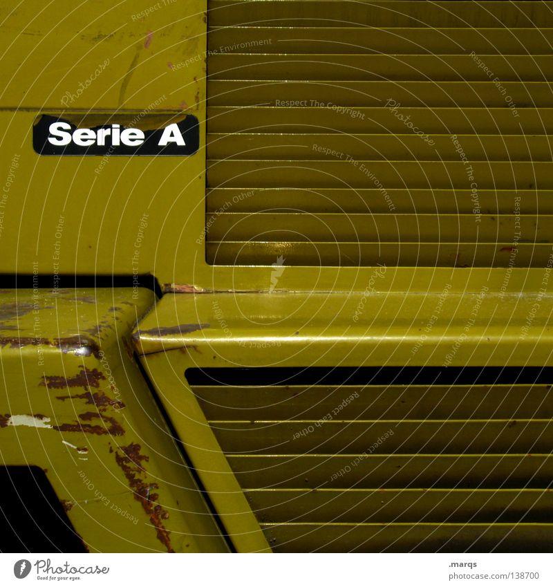 A alt schwarz gelb Arbeit & Erwerbstätigkeit Metall dreckig Ecke Industriefotografie Schriftzeichen obskur Rost Reihe Maschine Geometrie Anordnung