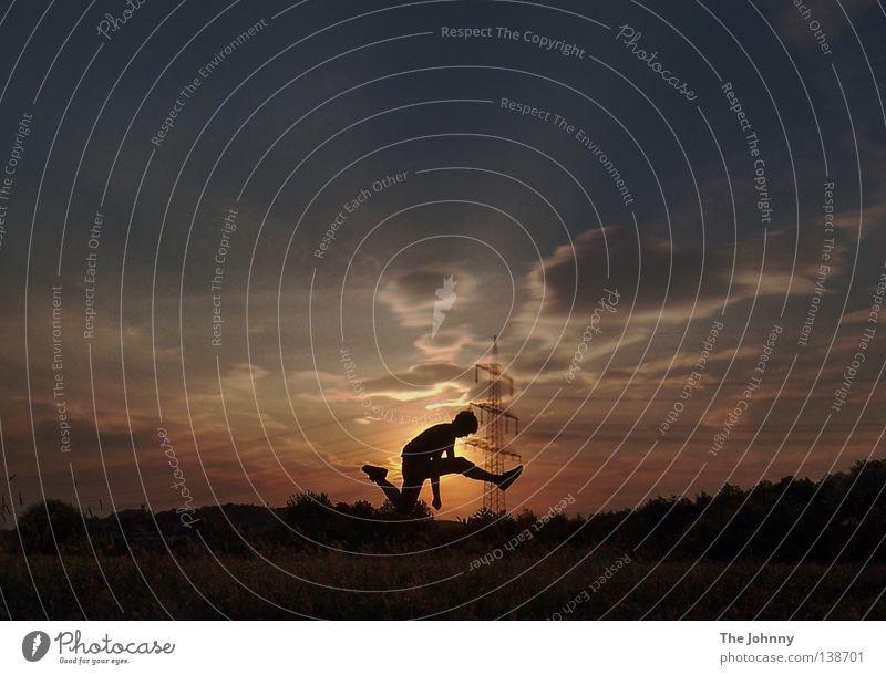 jump Wolken Spielen springen orange Hintergrundbild gold Aktion genießen erleuchten Momentaufnahme Strommast Leichtathletik Laufsport kultig
