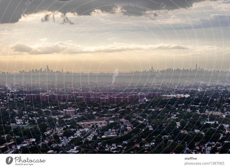 sky.line. Himmel Stadt Wolken Haus Herbst außergewöhnlich Wachstum Hochhaus USA Skyline Manhattan bevölkert New York City überbevölkert