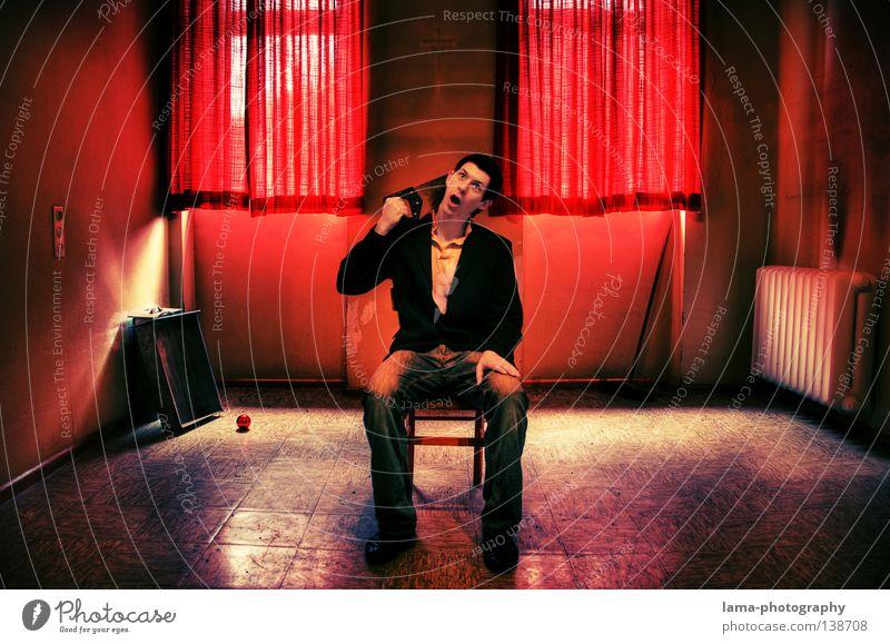 lebens müde Mensch Mann alt Farbe Einsamkeit Tod Fenster Leben Lampe Tür Raum Rücken Angst verrückt Stuhl Hotel