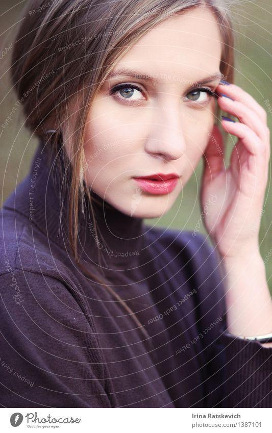 schönes Modell Junge Frau Jugendliche Erwachsene Haare & Frisuren Gesicht Auge 1 Mensch 18-30 Jahre Pullover brünett blond dünn authentisch einfach elegant frei