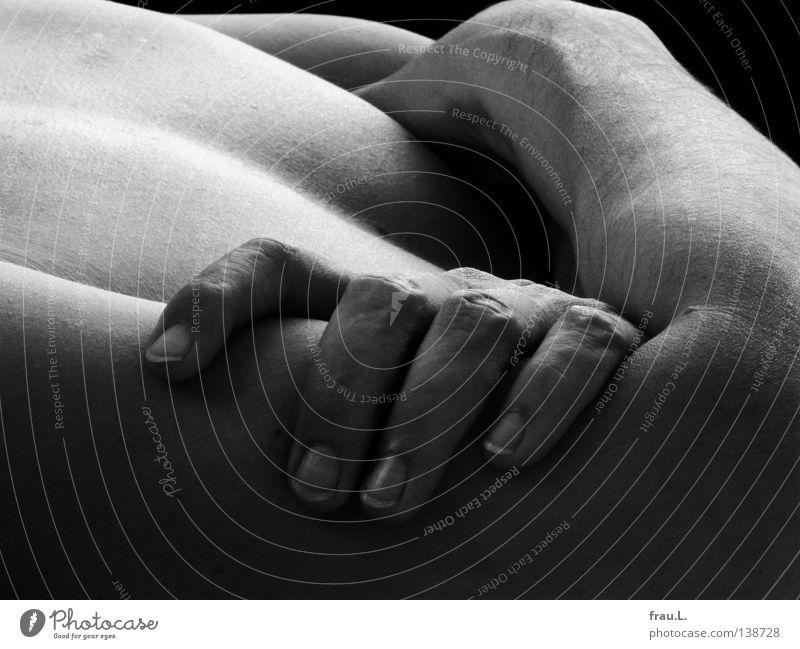 verschränkt Mann Arme Hand Brustkorb Oberkörper Haut nackt 50 plus Erholung ruhig Gelassenheit Anmut Akt Pause Mensch schön Zufriedenheit Gefäße Männlicher Akt