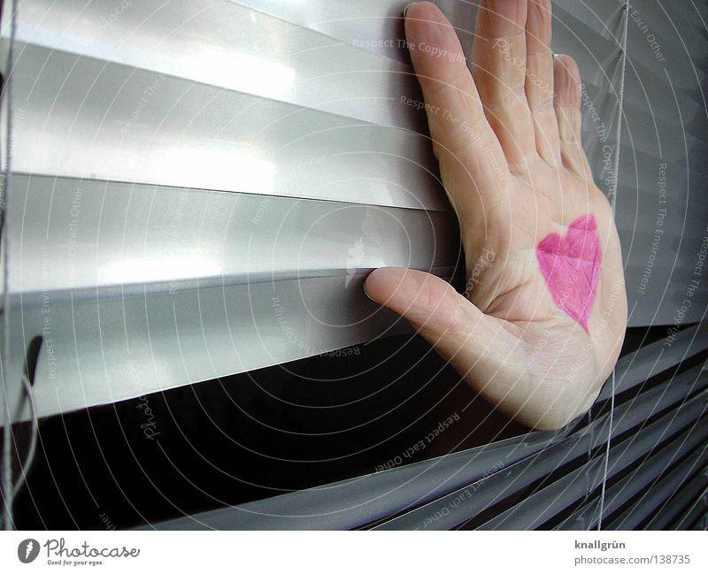 Hand aufs Herz rosa gemalt Jalousie Licht grau Lippenstift Symbole & Metaphern Liebe Frau Freude Lamelle hell Reflexion & Spiegelung silber Durchgesteckt
