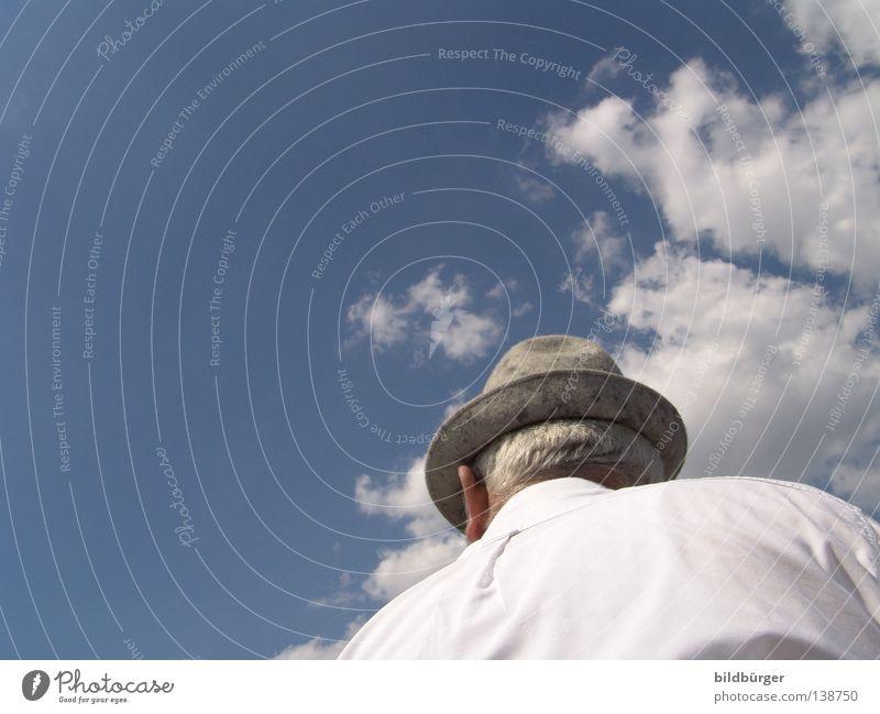 Himmel über Bayern Mensch Himmel Mann Natur blau weiß Ferien & Urlaub & Reisen Freude Erwachsene Erholung Freiheit Senior grau Haare & Frisuren Luft hell