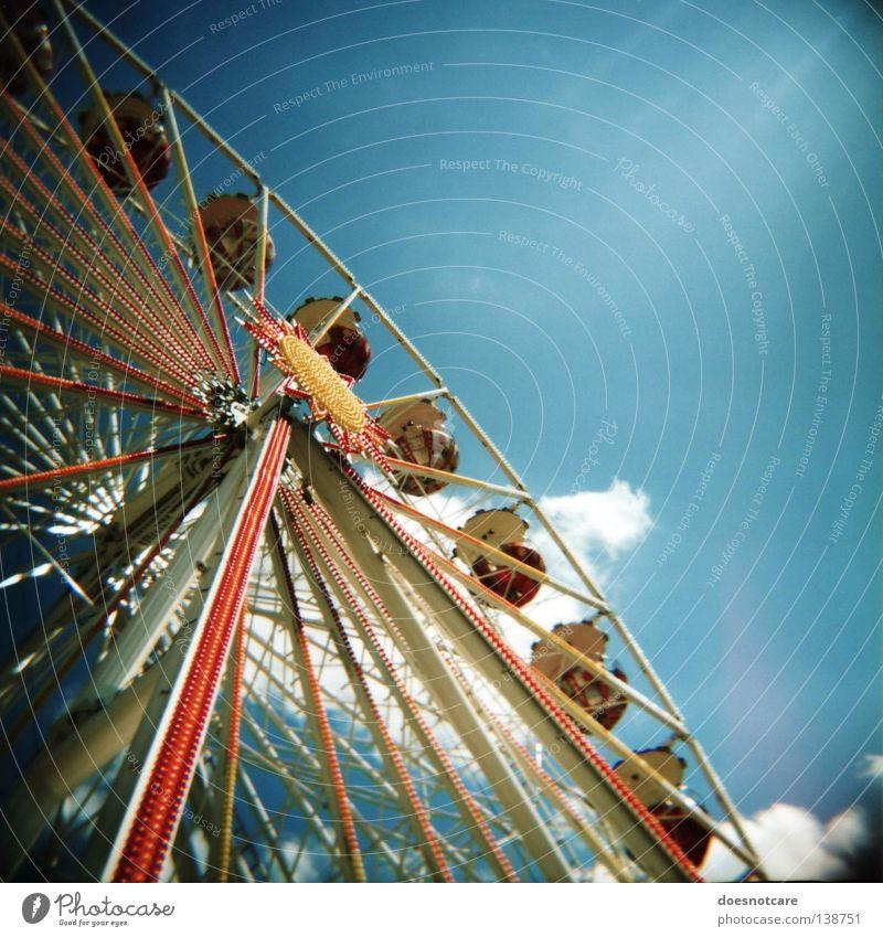 La Noria. Freizeit & Hobby analog Jahrmarkt Leipzig aufwärts vertikal Anschnitt Bildausschnitt Riesenrad Mittelformat Vignettierung Stadtfest himmelwärts