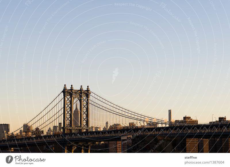 2-in-1 Wolkenloser Himmel Sonnenaufgang Sonnenuntergang Frühling Sommer Herbst Winter Schönes Wetter Manhattan New York City USA Stadtzentrum Skyline bevölkert