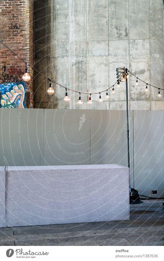 Partystimmung Feste & Feiern Lampe trist Beton Veranstaltung Lagerhalle Entertainment Lichterkette