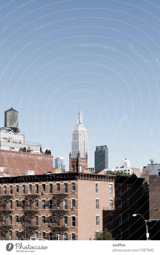 NYC |08 Freiheit Stadt Skyline Hochhaus Wahrzeichen ästhetisch New York City Manhattan USA Stadtleben Amerika Empire State Building Textfreiraum oben Wassertank