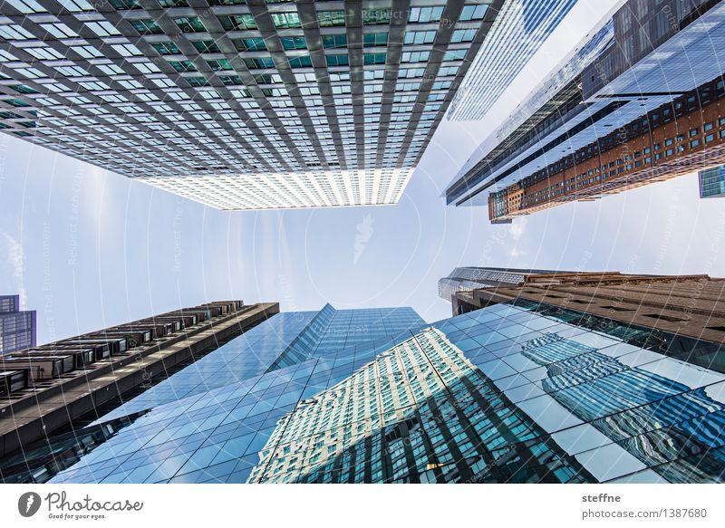immer hoch hinaus Wolkenloser Himmel Schönes Wetter Manhattan New York City USA Stadt Stadtzentrum Skyline überbevölkert Hochhaus Fassade Karriere Macht