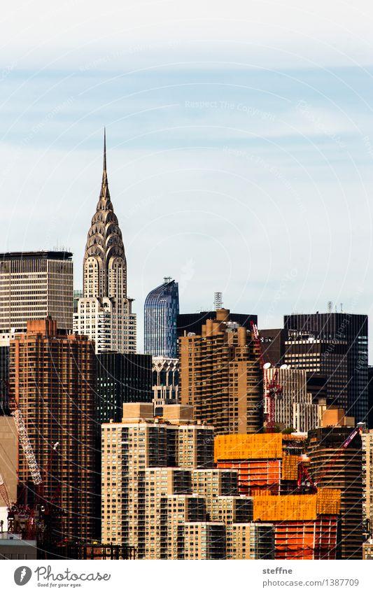 Bevölkerungsdichte Himmel Stadt Häusliches Leben Hochhaus Schönes Wetter USA Skyline Wahrzeichen Manhattan New York City überbevölkert Chrysler Building
