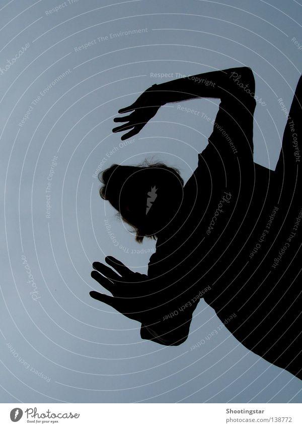 Hände hoch Frau Mensch blau schwarz Statue
