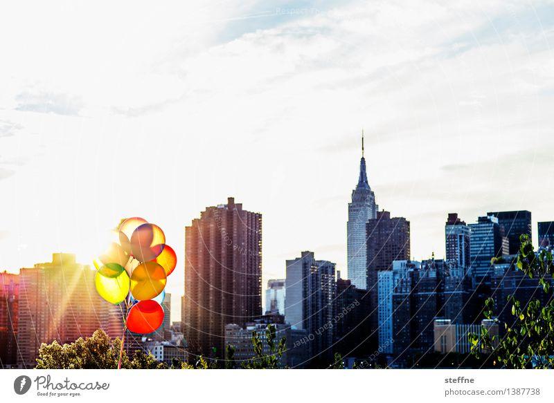 warm glow Sonnenaufgang Sonnenuntergang Sonnenlicht Herbst Schönes Wetter Manhattan New York City USA Stadt Skyline Hochhaus Wahrzeichen Wärme Laune Luftballon