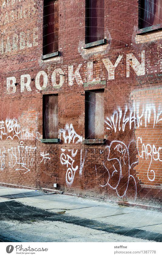 BK Brooklyn New York City USA Fabrik Mauer Wand Stein Schriftzeichen trendy Stadt Graffiti Farbfoto Außenaufnahme Textfreiraum unten