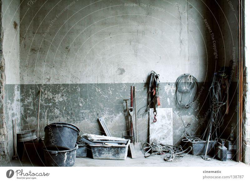 Hall Of Fame alt Einsamkeit Wand Industrie verfallen Lagerhalle Werkzeug Eimer