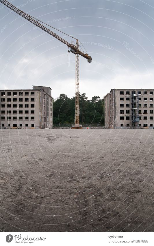 Prora Stadt Einsamkeit Wald Umwelt Leben Architektur Häusliches Leben Erde trist Erfolg Beginn Zukunft Idee Vergänglichkeit planen Baustelle