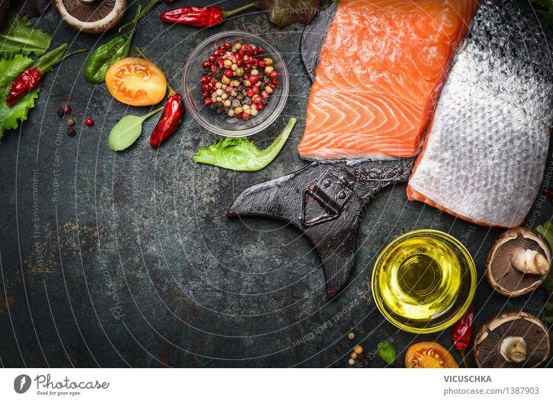 Lachsfilet mit leckeren Zutaten fürs Kochen Lebensmittel Fisch Gemüse Salat Salatbeilage Kräuter & Gewürze Öl Ernährung Mittagessen Abendessen Bioprodukte