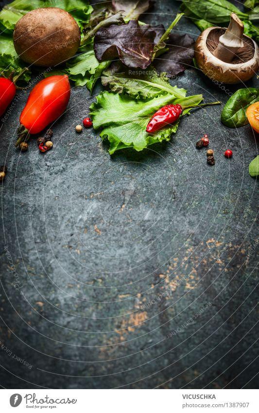 Frische vegetarische Zutaten für schmackhafte Küche Gesunde Ernährung dunkel Leben Essen Foodfotografie Stil Hintergrundbild Lebensmittel Design Tisch