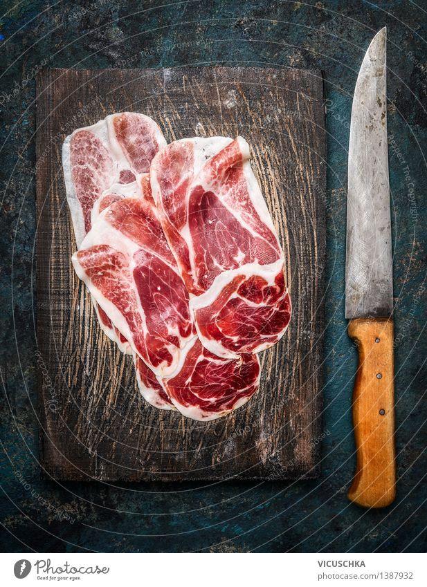 Scheiben Iberico Schinken Cebo mit Küchenmesser Autofenster Stil Lebensmittel Design Ernährung Tisch Gastronomie Restaurant Bar Fleisch Messer Mittagessen
