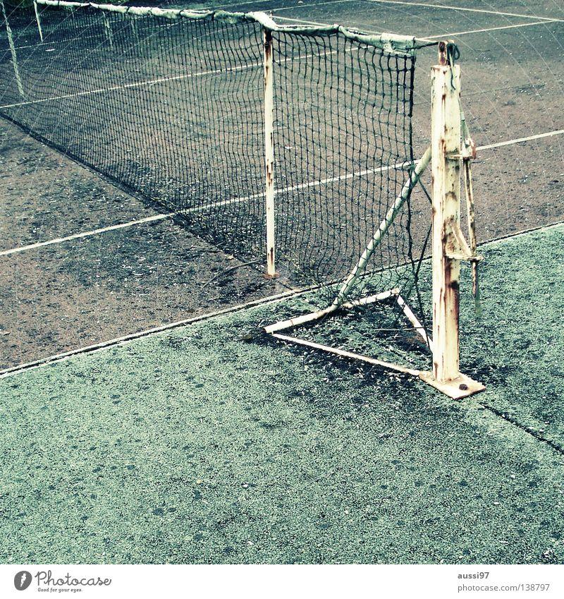 Ivan Lendl Gedenkcourt alt Freizeit & Hobby Ball Netz verfallen Tennisnetz verrotten Ballsport Tennisball Grundlinie Tennisschläger Seitenlinie