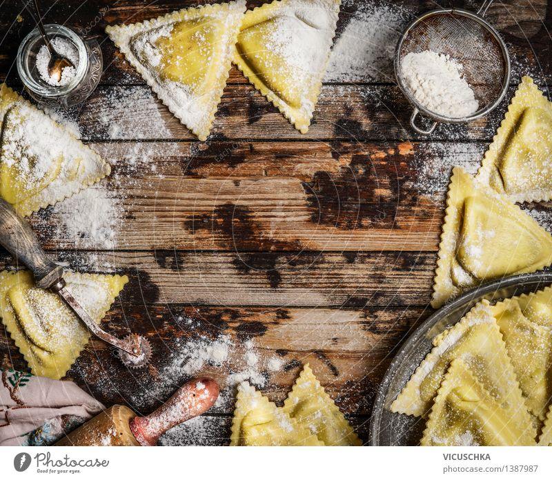 Handgemachte Ravioli Triangoli Stil Lebensmittel Design Häusliches Leben Ernährung Tisch Küche Bioprodukte Restaurant Geschirr Backwaren Abendessen Diät