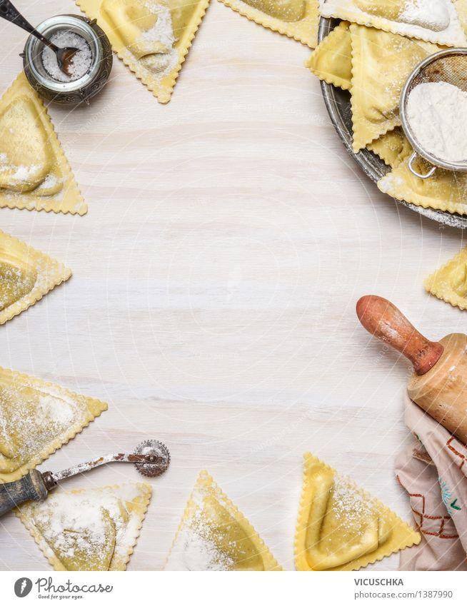 Ravioli Triangoli machen weiß Gesunde Ernährung gelb Stil Hintergrundbild Holz Lebensmittel Design Tisch Kochen & Garen & Backen Küche Bioprodukte Tradition Top