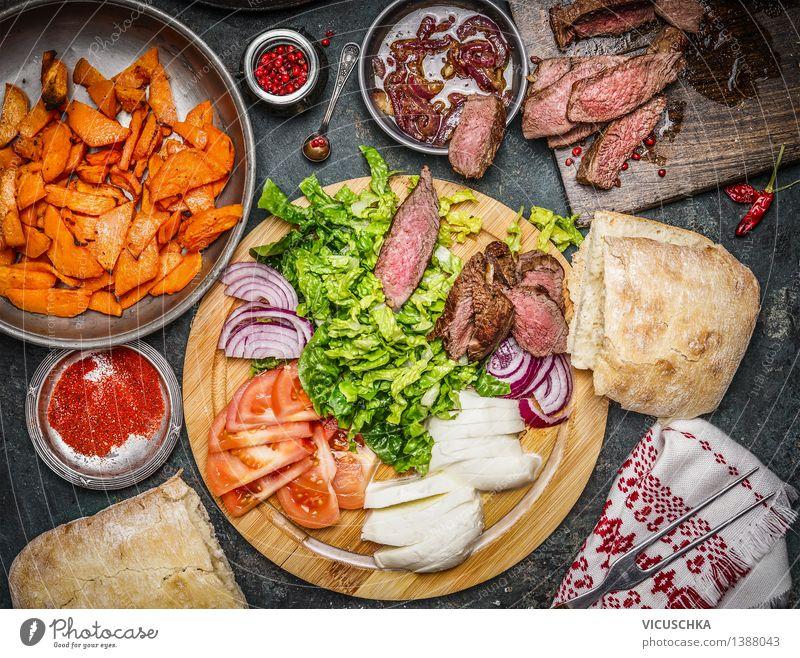 Zutaten für Sandwich mit medium gebratenem Steak. Gesunde Ernährung gelb Stil Lebensmittel Design Tisch Kräuter & Gewürze Küche Gemüse Bioprodukte Teller