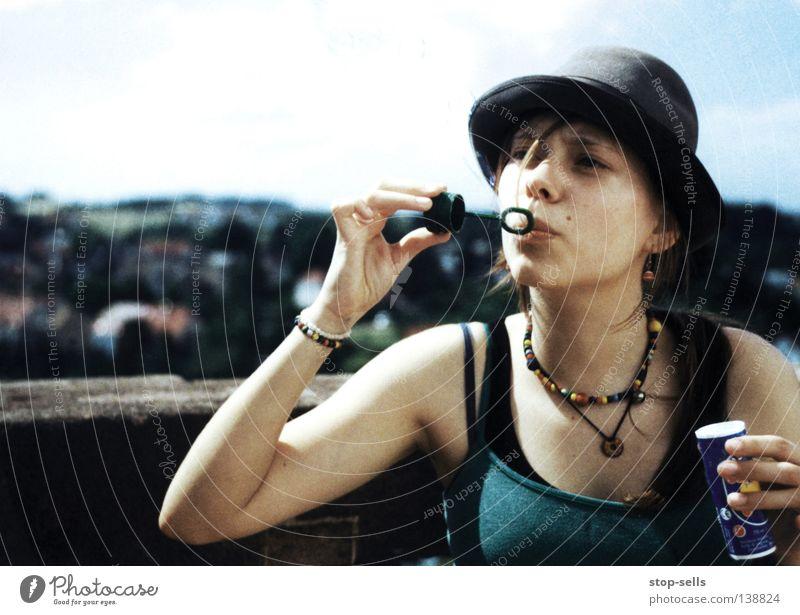 Seife blasen Seifenblase Luft Sommer Spielen Aktion Kinderspiel Schmuck Luftschloss Arbeit & Erwerbstätigkeit Kugel Hut Freude Unsinn Wärme Gesicht