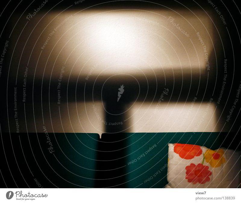 Kissen Polster Sofa Sitzgelegenheit Stoff Fenster Licht Muster Blume fein Wohnung Wohnzimmer bequem Dekoration & Verzierung Möbel Schatten Strukturen & Formen