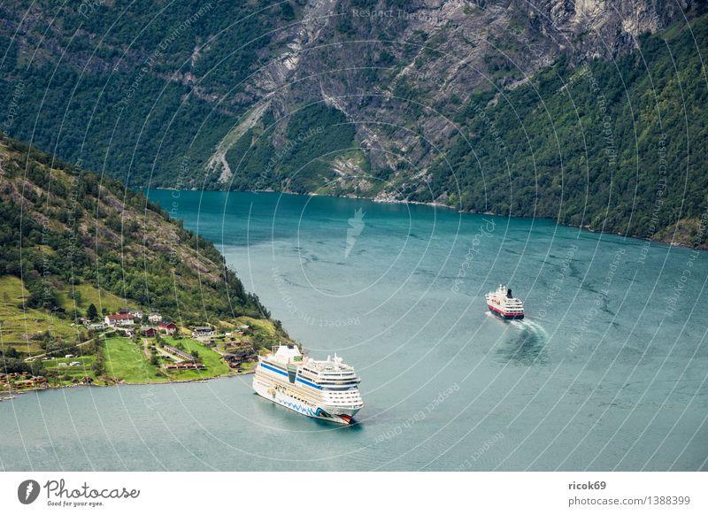 Kreuzfahrschiffe im Geirangerfjord Erholung Ferien & Urlaub & Reisen Kreuzfahrt Berge u. Gebirge Natur Landschaft Wasser Küste Fjord Verkehr Schifffahrt