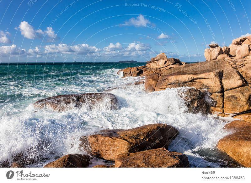 Atlantikküste in der Bretagne Erholung Ferien & Urlaub & Reisen Wellen Natur Landschaft Wolken Felsen Küste Meer Sehenswürdigkeit Stein Tourismus