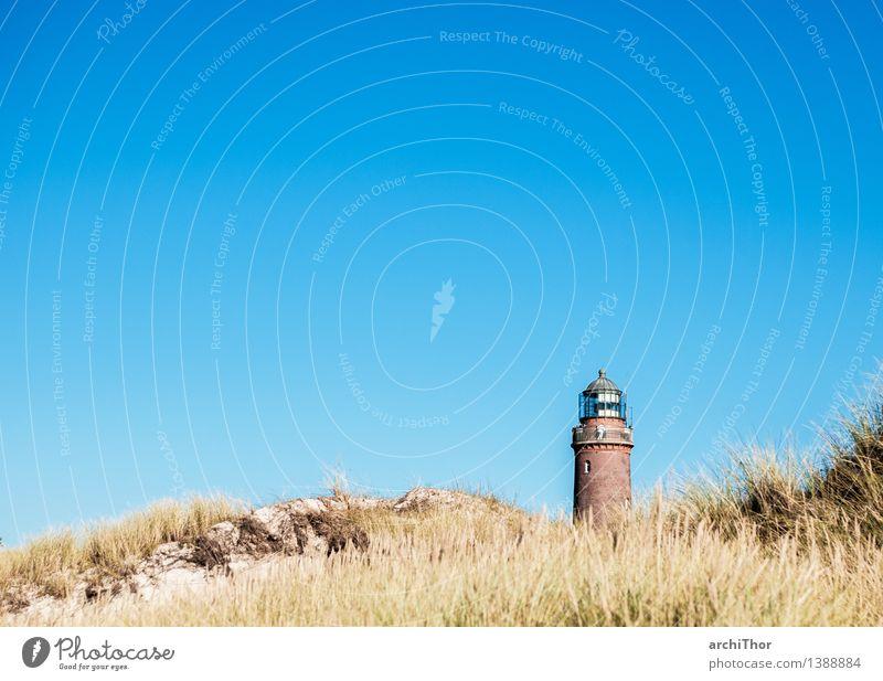 Strandwächter Leuchtturmwärter Dünengras Menschenleer Stein Sand Backstein hell Wärme blau braun grün Ferien & Urlaub & Reisen Wolkenloser Himmel Sandstrand