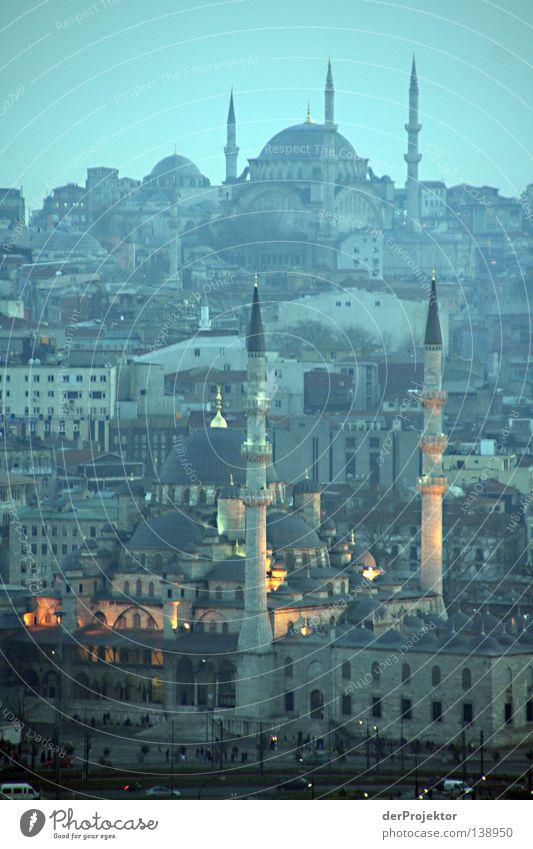 Abends am goldenen Horn Istanbul Religion & Glaube Türkei Moschee Blaue Moschee Europa Minarett Hügel historisch blau Berge u. Gebirge