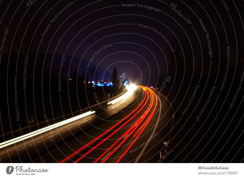 Schnellstraße bei Nacht PKW Zeit Verkehr KFZ Autobahn Rücklicht