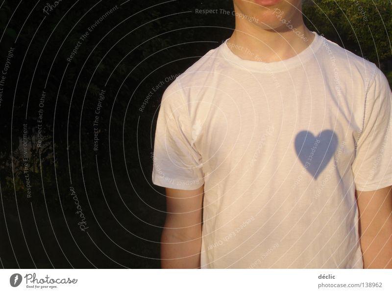 das Herz am rechten Fleck Mann T-Shirt weiß mögen Liebe Bekleidung Schatten fall in love heart shadow man white