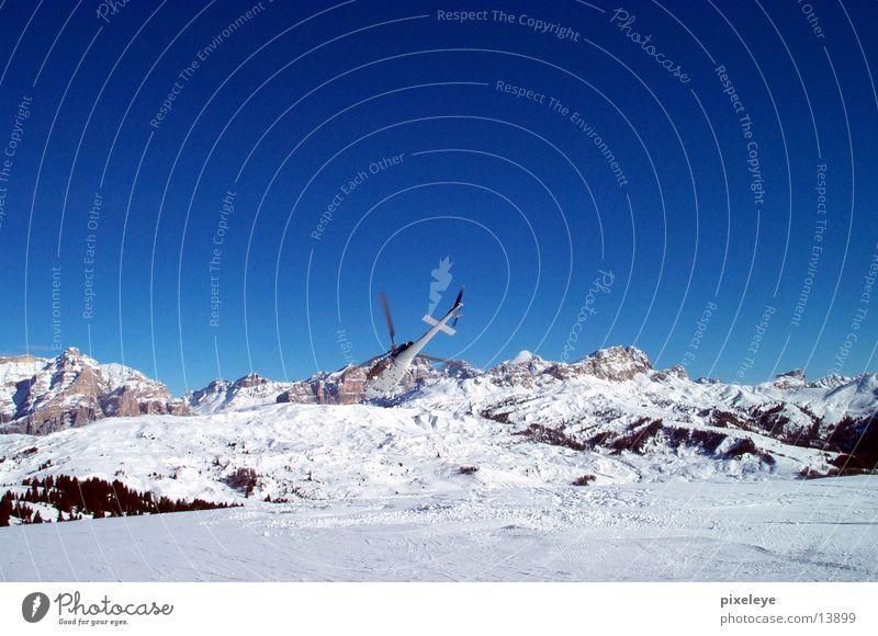 Helikopter startet! Schnee Berge u. Gebirge Luftverkehr Hubschrauber