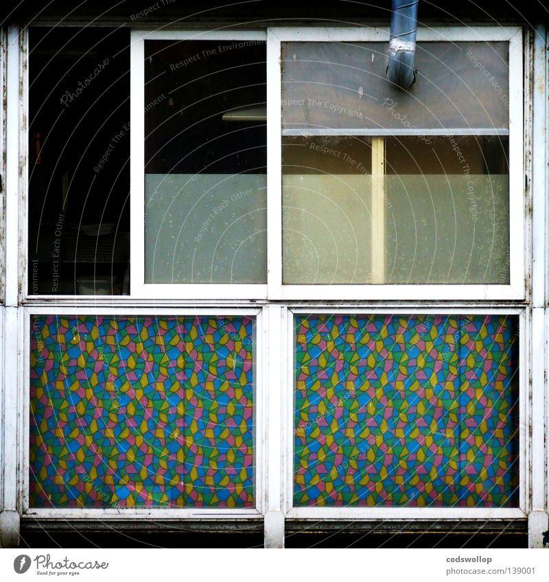 roach motel Fenster Wohnung schlafen trist offen Hotel verfallen Werkstatt Verzweiflung Prag Lüftung Hotel Holiday Inn Prague Sozialer Dienst