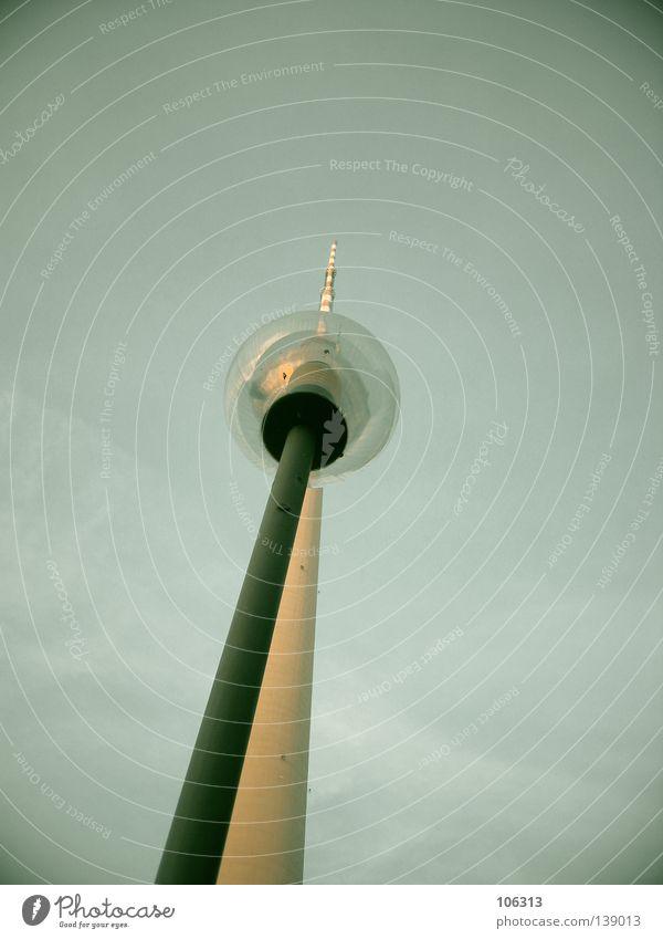 READY FOR SPACE Berliner Fernsehturm Wahrzeichen Osten groß Macht Beton Funkwellen Antenne Denkmal Schliere hoch Bauwerk Berlin-Mitte Klotz drehen Lampe Laterne
