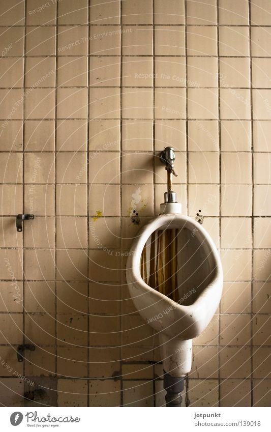 klo de toilette Mann dreckig Bad Toilette verfallen Herr Pissoir