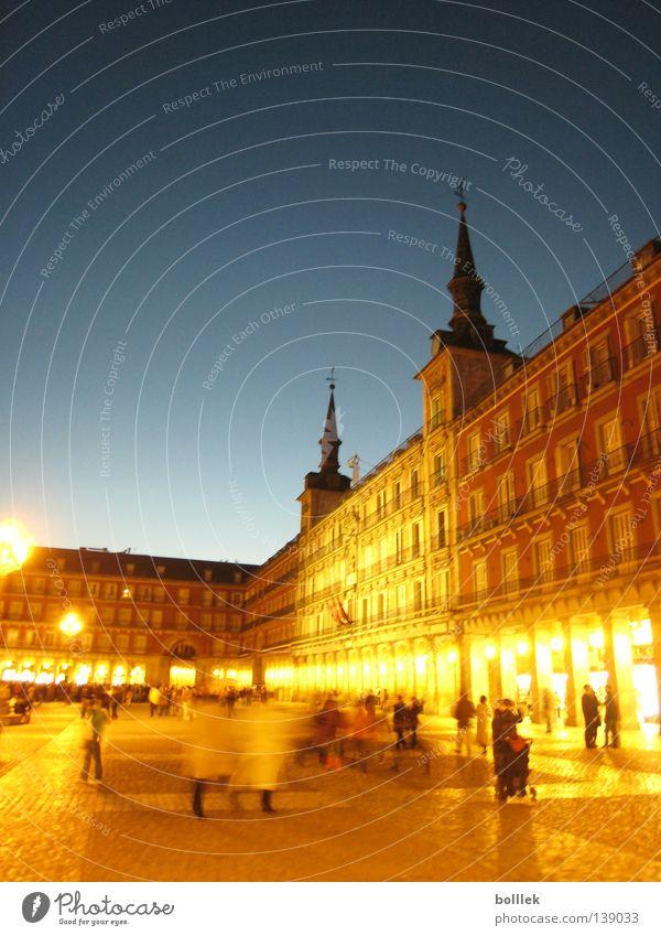 Plaza Mayor | Madrid Licht Nachtaufnahme Stadt Langzeitbelichtung Laterne Verkehrswege Mensch