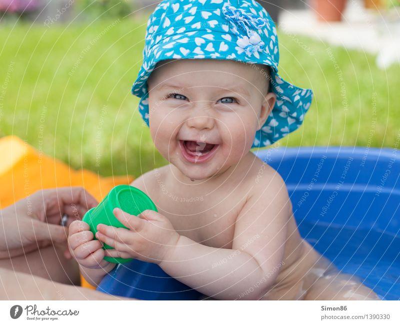 Summerbath Mensch feminin Baby Kleinkind Mädchen 0-12 Monate Lächeln lachen Freundlichkeit Fröhlichkeit Gefühle Stimmung Freude Glück Zufriedenheit Lebensfreude