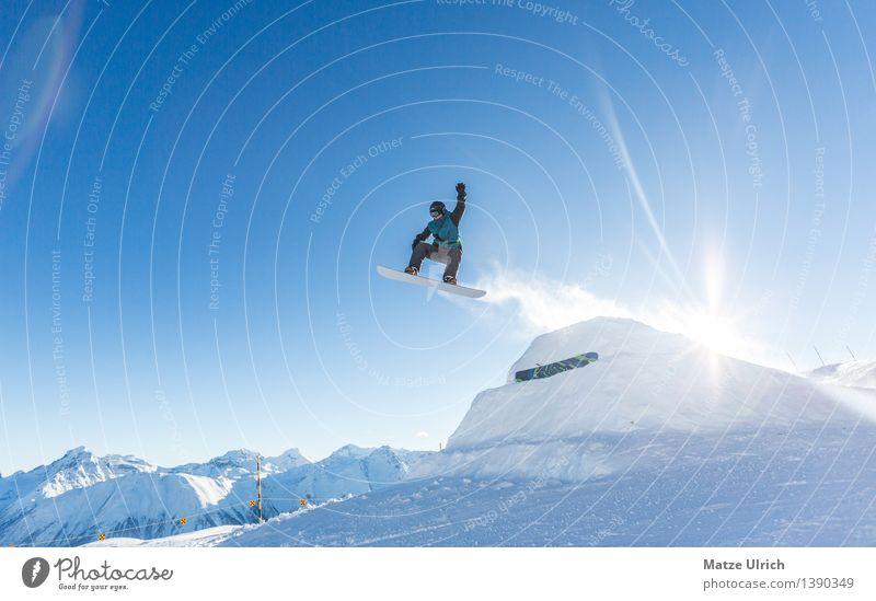 Up up and away! Sport Wintersport Snowboard Skipiste maskulin 1 Mensch Landschaft Sonne Sonnenlicht Schönes Wetter Eis Frost Schnee Alpen Berge u. Gebirge