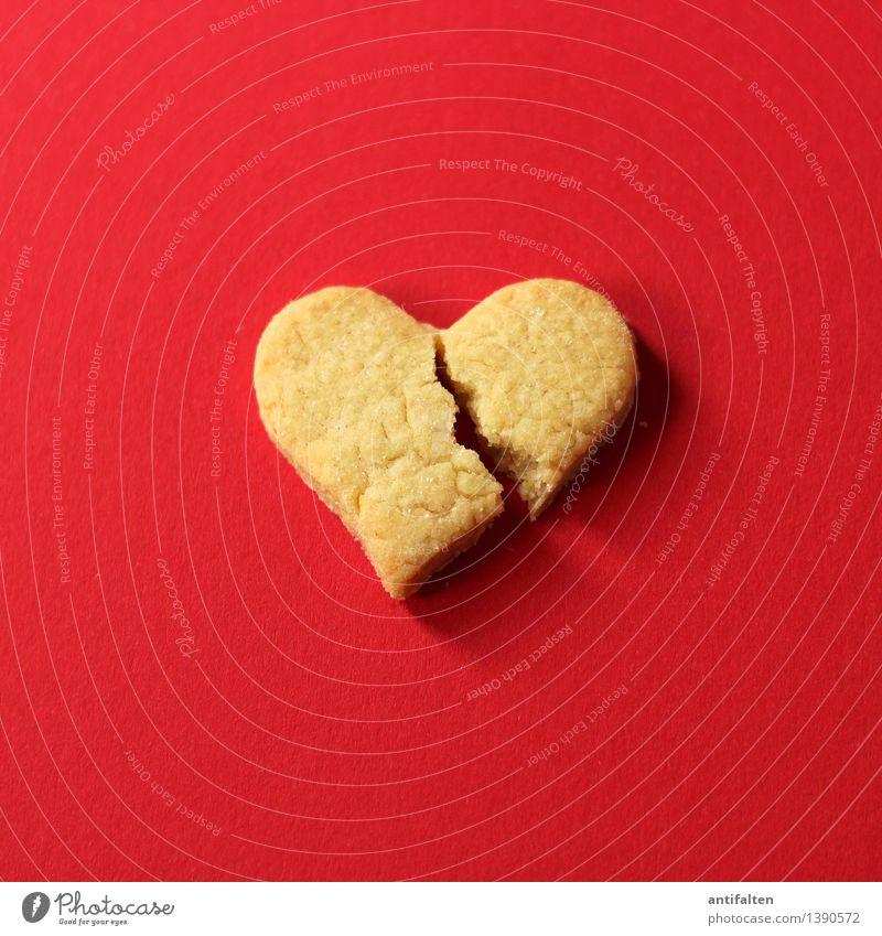 Herzensbrecher Lebensmittel Teigwaren Backwaren Kuchen Süßwaren Keks Plätzchen Plätzchen ausstechen Ernährung Essen Kaffeetrinken Zeichen ästhetisch rot Gefühle