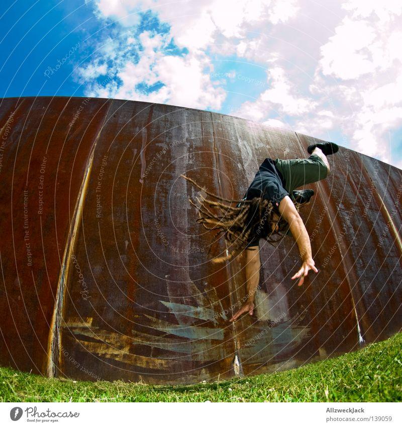 BLN 08 | Flying Dreadman Mann Freude Berlin Hauptstadt Rolle Fotografieren Turnen Rastalocken Stunt Überschlag